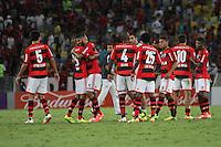 RIO DE JANEIRO, 04.05.2014 - Jogadores  do Flamengo comemoram a vitória após o jogo contra Palmeiras pela terceira rodada do Campeonato Brasileiro disputado neste domingo no Maracanã. (Foto: Néstor J. Beremblum / Brazil Photo Press)