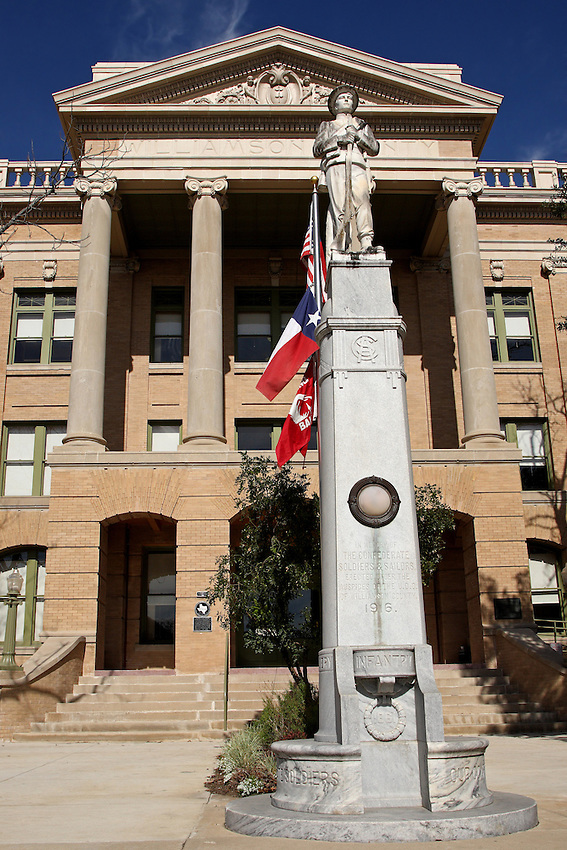 Williamson County Courthouse at Georgetown, Texas.<br /> Confederate Memorial erected 1916.