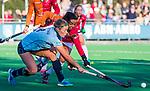 Laren - Joelle Ketting (Lar)  met Marlena Rybacha (OR) tijdens de Livera hoofdklasse  hockeywedstrijd dames, Laren-Oranje Rood (1-3).  COPYRIGHT KOEN SUYK