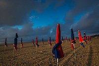 France, Calvados (14), Côte Fleurie, Deauville, la plage et ses parasols // France, Calvados, Côte Fleurie, Deauville, the beach and its beach umbrellas