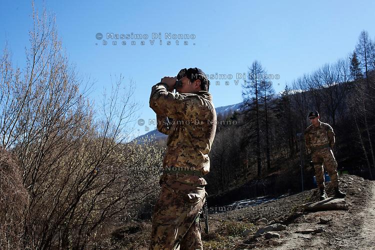 Val di Susa: militari sorvegliano l'area del cantiere della maddalena a Chiomonte. L'area sarà il punto in cui verrà realizzato il cunicolo esplorativo..