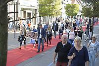 ALGEMEEN: JOURE: 23-09-2016, Jouster Merke, in de Midstraat lag een lange rode loper als catwalk waarop de nieuwste trends in mode werden getoond door de plaatselijke kledingwinkels, ©foto Martin de Jong