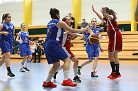 Anika Faßnacht (WU17 TV Groß-Gerau) mit Pass auf Zilan Kaya (WU17 TV Groß-Gerau) - Groß-Gerau 23.04.2017: WU17 Hessenpokal TV Gross-Gerau vs. TSV Krofdorf/Gleiberg