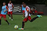 SAO PAULO, SP, 14.03.2014 - TREINO SAO PAULO - Jogadores durante treino na tarde desta sexta-feira,14 no centro de treinamento no bairro da Barra Funda, região oeste da cidade de São Paulo. (Foto: Andre Hänni /Brazil Photo Press).