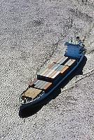Feeder Schiffen Klenoden auf der Elbe: EUROPA, DEUTSCHLAND, HAMBURG, (EUROPE, GERMANY), 05.03.2011: Feeder Schiffen Klenoden auf der Elbe, Verteilung der Container in Norddeutschland, Skandinavien und das Baltikum. Die Klenoden ist von Sietas gebaut und faehrt fuer einen finischen Reeder.