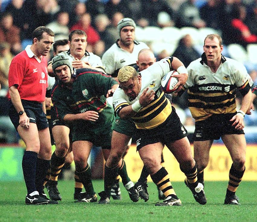 .Zurich Premiership Rugby - London Irish v Wasps..Wasp's Hooker, Trevor Leota breaks throught under the watchful eyes of referee John Barnard.. ...........