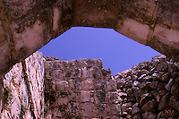 Zona arqueologica de Chichen Itza Zona arqueol&oacute;gica  <br /> Chich&eacute;n Itz&aacute;Chich&eacute;n Itz&aacute; maya: (Chich&eacute;n) Boca del pozo; <br /> de los (Itz&aacute;) brujos de agua. <br /> Es uno de los principales sitios arqueol&oacute;gicos de la <br /> pen&iacute;nsula de Yucat&aacute;n, en M&eacute;xico, ubicado en el municipio de Tinum.<br /> *Photo:&copy;Francisco* Morales/DAMMPHOTO.COM/NORTEPHOTO<br /> * No * sale * a * third *