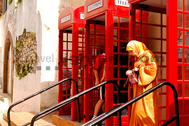 Red Telephone boxes on Casemate square, Gibraltar, Spanien, Grossbritannien, Costa del Sol, Europe, Geography, Great Britain, Spain, España, Geografia, inglaterra, Andalucia, Andalusien, Andalusia