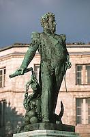 France/17/Charente Maritime/La Rochelle: Statue de l'amiral Duperre - cours des Dames