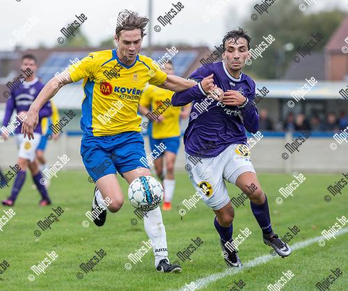 2017-10-22 / Voetbal / seizoen 2017 -2018 / KSV Schriek - FC Berlaar Heikant / Tijl Vanden Eynde (l.KSV Schriek) met Jorn Van Dyck  ,Foto: Mpics.be