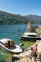 Italy, Piedmont, near Stresa: Isola Bella, one of the five Borromean Islands (Isole Borromee) of lake Lago Maggiore,  landing pier on west banks near Palazzo Borromeo | Italien, Piemont, bei Stresa: Isola Bella, eine der fuenf Borromaeischen Inseln im Lago Maggiore, Anlegestelle am Westufer direkt unterhalb des Palazzo Borromeo