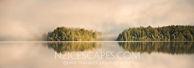 Lake Mapourika sunrise, Westland Tai Poutini National Park, West Coast, UNESCO World Heritage Area, New Zealand, NZ