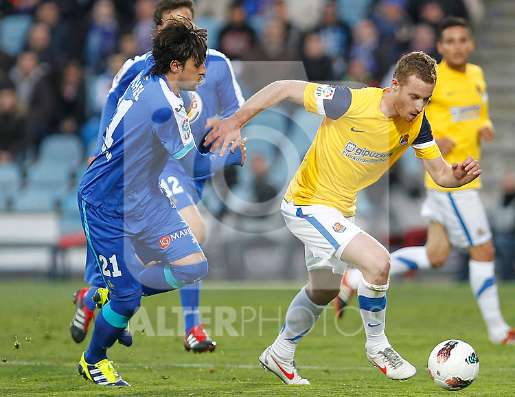 Getafe's Michel (l) and Real Sociedad's David Zurutuza during La Liga match.March 17,2012. (ALTERPHOTOS/Acero)