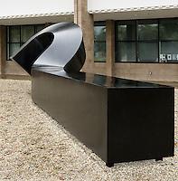 Meadmore Sculpture