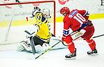 Huddinge 2015-09-20 Ishockey Division 1 Huddinge Hockey - S&ouml;dert&auml;lje SK :  <br /> S&ouml;dert&auml;ljes m&aring;lvakt Calle Brattenberger med en r&auml;ddning under matchen mellan Huddinge Hockey och S&ouml;dert&auml;lje SK <br /> (Foto: Kenta J&ouml;nsson) Nyckelord:  Ishockey Hockey Division 1 Hockeyettan Bj&ouml;rk&auml;ngshallen Huddinge S&ouml;dert&auml;lje SK SSK