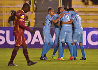 LA PAZ - BOLIVIA, 01-06-2017: Juan Arce jugador de Bolívar de Bolivia celebra con sus compañeros después de anotar un gol a Deportes Tolima de Colombia durante partido de la primera fase, llave 16 de la Copa Conmebol Sudamericana 2017 jugado en el estadio Hernando Siles de la ciudad de La Paz, Bolivia. / Juan Arce player of  Bolivar de Bolivia celebrates with his teammates after scoring a goal to Deportes Tolima of Colombia during match for the first phase, Kye 16, of the Conmebol Sudamericana Cup 2017 played at Hernando Siles stadium in La Paz, Bolivia. Photo: VizzorImage / Daniel Miranda / APG Noticias / Cont