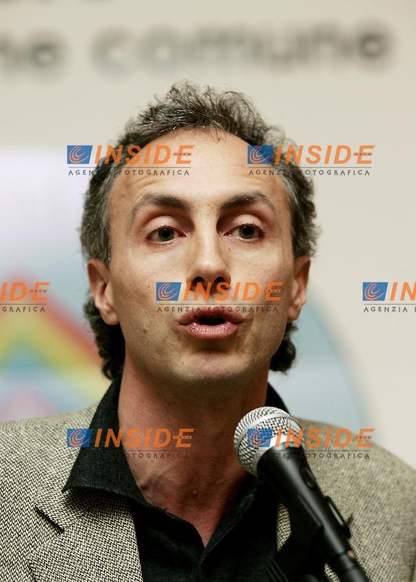 Roma, 14/01/2006<br /> Hotel Quirinale, &quot;Proposte per un Arcobaleno di pulizia morale&quot; convegno a cura dell' associazione &quot;Il Cantiere per il Bene Comune&quot;.<br /> Nella foto: Marco Travaglio, giornalista de &ldquo;la Repubblica&rdquo; e &ldquo;l&rsquo;Unit&agrave;&rdquo;, collaboratore di &ldquo;MicroMega&rdquo;.<br /> Photo Antonietta Baldassarre Insidefoto