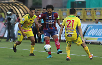 NEIVA- COLOMBIA, 29-01-2019:Abel Aguilar (Centro) jugador del Unión Magdalena  disputa el balón contra el Atlético Huila durante partido por la fecha 2 de la Liga Águila I 2019 jugado en el estadio Guillermo Plazas Alcid de la ciudad de Neiva. / Abel Aguilar (Center ) player of Union Magdalena fights the ball agaisnt of  Atletico Huila   during the match for the date 2 of the Liga Aguila I 2019 played at the Guillermo Plazas Alcid Stadium in Neiva  city. Photo: VizzorImage / Sergio Reyes / Contribuidor.