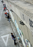 BOGOTÁ -COLOMBIA. 30-03-2014. Los grafiteros de Bogotá se tomaron el puente deprimido de  la calle 26 con cra 30 después que la administración de la ciudad decidiera borrar los grafitis que existían allí./ The graffiti artist of Bogota took the depressed street bridge in 26 street and Cra 30 avenue after the city administration decided to erase graffiti that existed there.  Photo: VizzorImage/Gabriel Aponte/ Str