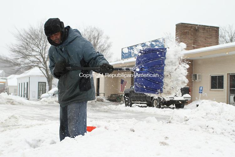 WATERTOWN, CT 05 February 2014-020514LW04 - Brett Morrison of Waterbury shovels a sidewalk on Main Street in Watertown Wednesay afternoon.<br /> Laraine Weschler Republican-American