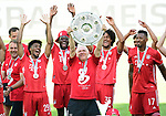 """Deutscher Meister 2020, FC Bayern Muenchen v.l. Trainer Hans-Dieter """"Hansi"""" Flick, Kingsley Coman, Alphonso Davies, Co-Trainer Hermann Gerland mit Meisterschale, Joshua Zirkzee, Jerome Boateng<br />Wolfsburg, 27.06.2020: nph00001: , Fussball Bundesliga, VfL Wolfsburg - FC Bayern Muenchen 0:4<br />Foto: Tim Groothuis/Witters/Pool//via nordphoto<br /> DFL REGULATIONS PROHIBIT ANY USE OF PHOTOGRAPHS AS IMAGE SEQUENCES AND OR QUASI VIDEO<br />EDITORIAL USE ONLY<br />NATIONAL AND INTERNATIONAL NEWS AGENCIES OUT"""