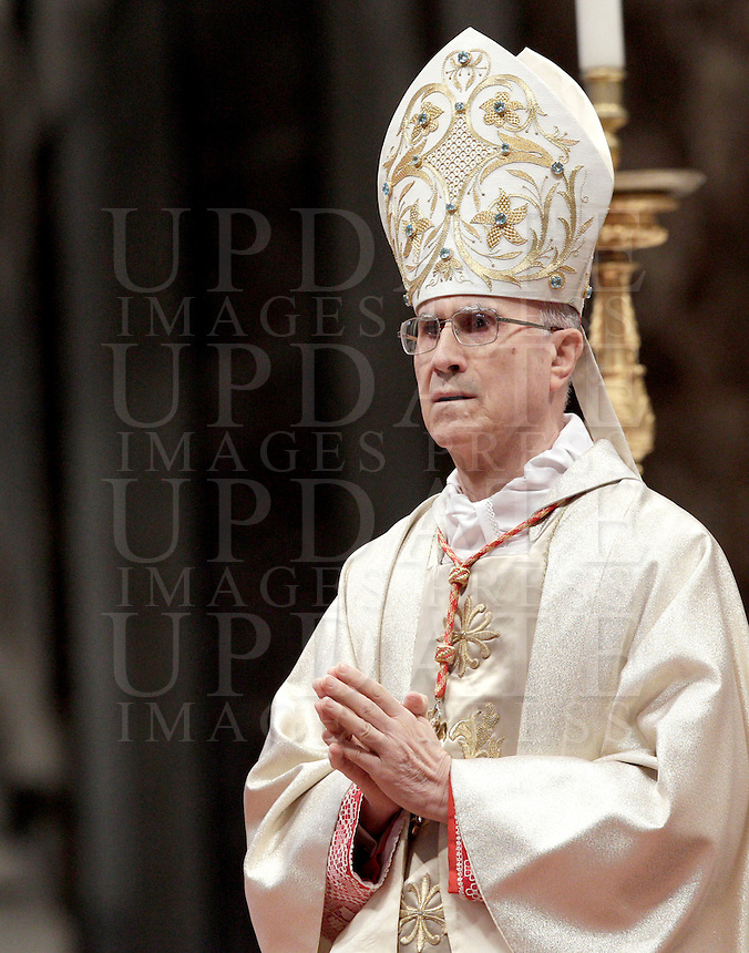 Il Cardinale Tarcisio Bertone, Segretario di Stato Vaticano, celebra una messa per la celebrazione dei 900 anni del Sovrano Militare Ordine di Malta, nella Basilica di San Pietro, Citta' del Vaticano, 9 febbraio 2013..Vatican Secretary of State Cardinal Tarcisio Bertone leads a mass marking the 900th anniversary of the Sovereign Military Order of Malta in St. Peter's Basilica, at the Vatican, 9 February 2013..UPDATE IMAGES PRESS/Riccardo De Luca