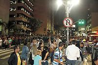 SAO PAULO, SP, 28 FEVEREIRO 2013 -DESABAMENTO PREDIO -   Pedestre morre no desabamento de um imóvel, na Liberdade, no Centro de São Paulo, na noite desta quinta-feira (28). Segundo o Corpo de Bombeiros, o acidente aconteceu na Avenida da Liberdade, na altura do número 700, em uma obra de um antigo bar.Foram enviadas 10 viaturas para o local e não há informação sobre outras vítimas nem sobre as causas do acidente. FOTO: MONICA SILVEIRA - BRAZIL PHOTO PRESS.