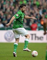 FUSSBALL   1. BUNDESLIGA   SAISON 2012/2013    28. SPIELTAG SV Werder Bremen - FC Schalke 04                          06.04.2013 Sokratis Papastathopoulos (SV Werder Bremen) Einzelaktion am Ball