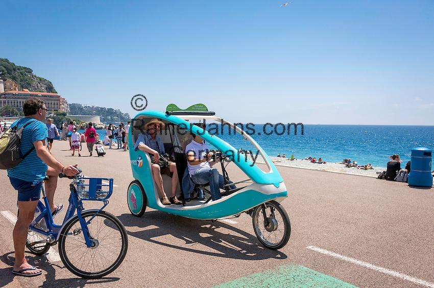 France, Provence-Alpes-Côte d'Azur, Nice: enjoying a trishaw ride along Promenade des Anglais   Frankreich, Provence-Alpes-Côte d'Azur, Nizza: mit einer modernen Fahrrad-Rikshaw die Promenade des Anglais erkunden