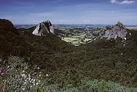 Europe/France/Auverne/63/Puy-de-Dôme/Env. d'Orcival: La roche Tuilière et la roche Sanadoire