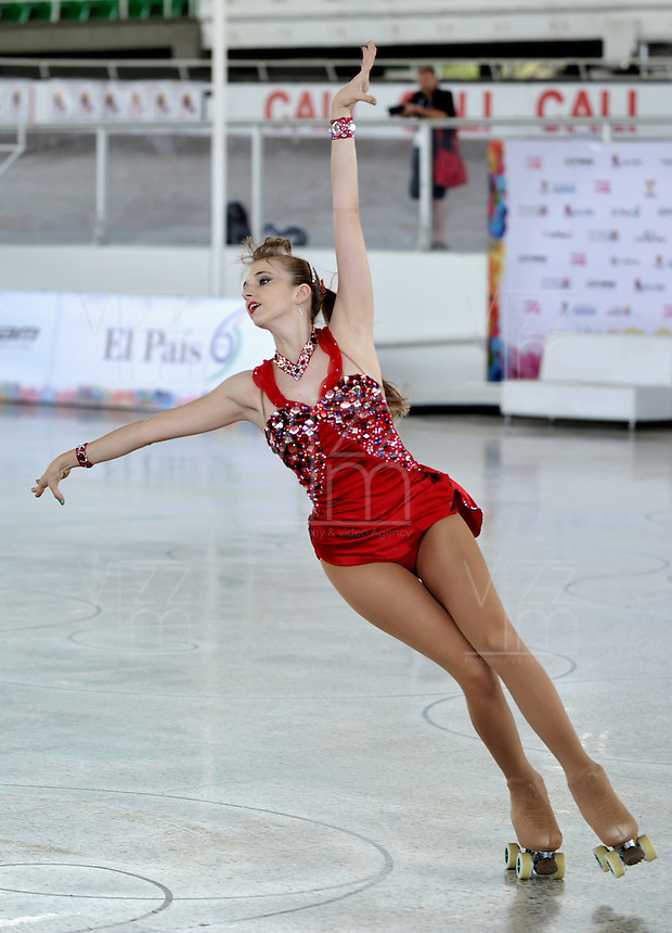 CALI - COLOMBIA - 19 - 09 - 2015: Paige Long, deportista de Gran Bretaña, durante la prueba de Solo Danza Obligatorias Damas Juvenil, en el LX Campeonato Mundial de Patinaje Artistico, en el Velodromo Alcides Nieto Patiño de la ciudad de Cali. / Paige Long, sportwoman of Great Britain, during the Compulsory Solo Dance Junior Ladies  test, in the LX World Championships  Figure Skating, at the Alcides Nieto Patiño Velodrome in Cali City. Photo: VizzorImage / Luis Ramirez / Staff.