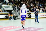 Stockholm 2014-03-02 Handboll Elitserien Hammarby IF - Ystads IF :  <br /> Ystads Hampus Andersson deppar efter matchen och har dragit tr&ouml;jan &ouml;ver ansiktet<br /> (Foto: Kenta J&ouml;nsson) Nyckelord:  Ystad Bajen HIF depp besviken besvikelse sorg ledsen deppig nedst&auml;md uppgiven sad disappointment disappointed dejected