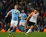 Kevin De Bruyne of Manchester City runs clear of Taras Stepanenko of Shaktar Donetsk during the Champions League Group F match at the Emirates Stadium, Manchester. Picture date: September 26th 2017. Picture credit should read: Andrew Yates/Sportimage
