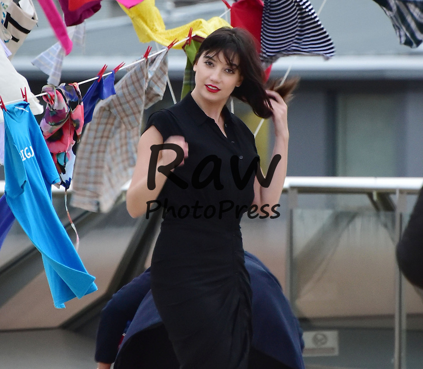 66b2e9510 Daisy Lowe ha participado en la campaña  Give Up Clothes For Good  en  Londres