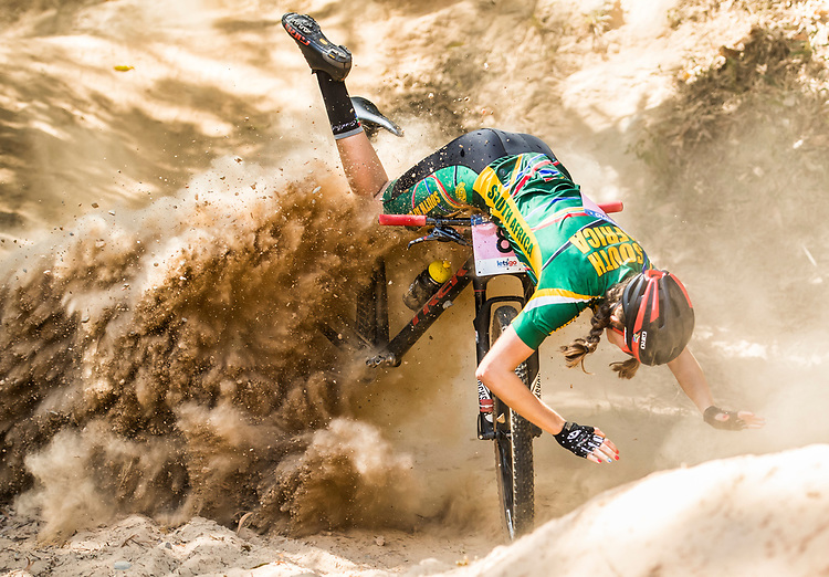 Picture by Alex Broadway/SWpix.com - 07/09/17 - Cycling - UCI 2017 Mountain Bike World Championships - XCO - Cairns, Australia - Tiffany Keep of South Africa crashes during the Women's Junior World Championship Race.