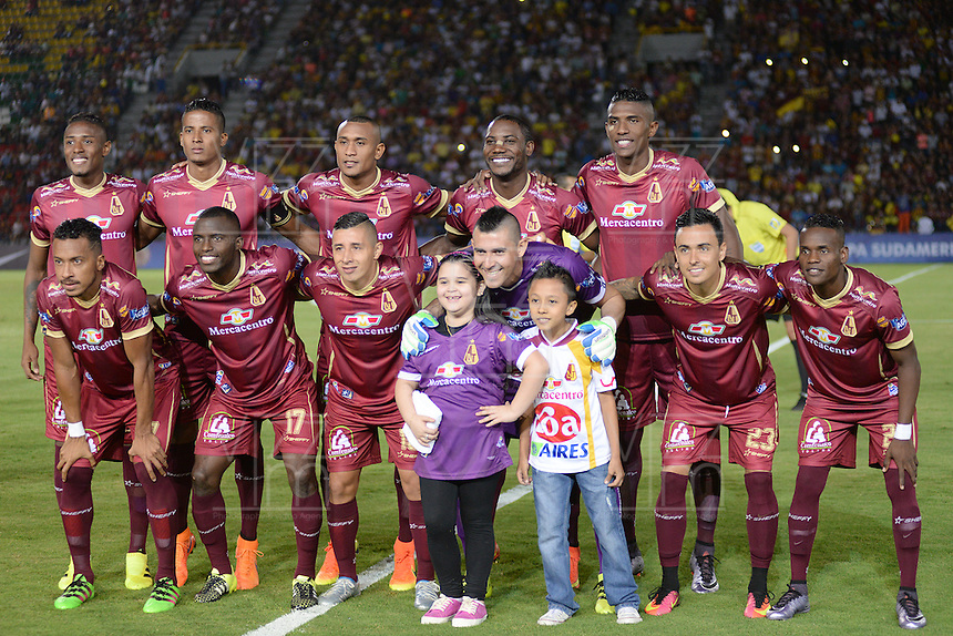 IBAGUÉ -COLOMBIA, 08-06-2015. Jugadores de Deportes Tolima de Colombia posan para una foto previo al encuentro con Deportivo La Guaira de Venezuela por la primera fase, llave G12 de la Copa Sudamericana 2016 jugado en el estadio Manuel Murillo Toro de la ciudad de Ibagué./ Players of  Deportes Tolima of Colombia pose to a photo prior a match against Deportivo La Guaira of Venezuela for the first phase, Kye G12, of the South American Cup 2016 played at Manuel Murillo Toro stadium in Ibague city. Photo: VizzorImage / Juan Carlos Escobar / Str