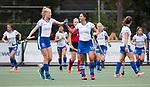 UTRECHT - Malou Pheninckx (Kampong) met Nina Notman (Kampong) naar een doelpunt  tijdens de hockey hoofdklasse competitiewedstrijd dames:  Kampong-Laren (2-2) . COPYRIGHT KOEN SUYK