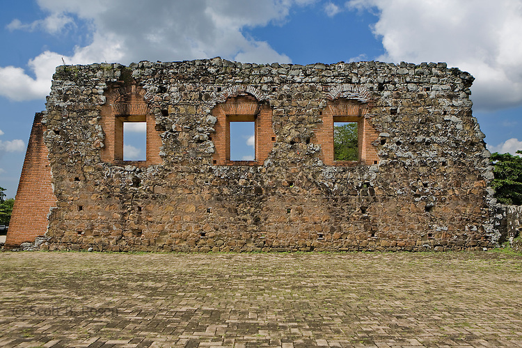 Ruins of the Old Panama City (Panama Vieja) destroyed by Sir Henry Morgan in 1671, Panama City, Panama,