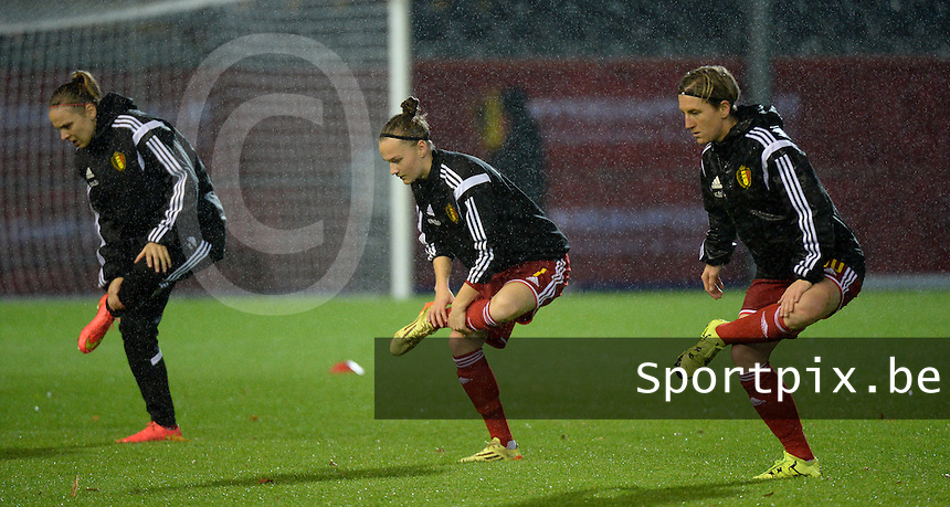20151130 - LEUVEN ,  BELGIUM : Belgian players pictured during the warming up of   pictured during the female soccer game between the Belgian Red Flames and Serbia , the third game in the qualification for the European Championship in The Netherlands 2017  , Monday 30 November 2015 at Stadion Den Dreef  in Leuven , Belgium. PHOTO DIRK VUYLSTEKE