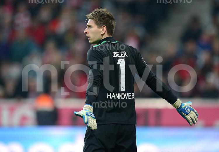FUSSBALL   1. BUNDESLIGA  SAISON 2012/2013   13. Spieltag FC Bayern Muenchen - Hannover 96     24.11.2012 Torwart Ron Robert Zieler (Hannover 96)