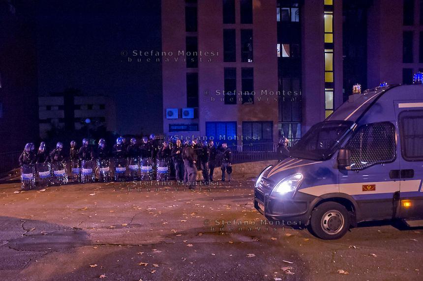 Roma 11 Novembre 2014<br /> Un centinaio di abitanti del quartiere Tor Sapienza ha assaltato  nella tarda serata il centro di accoglienza  per rifugiati in via Morandi, che ospita immigrati richiedenti asilo politico.  Durante l'assalto, sono state lanciate verso l'edificio che ospita 36 migranti,  diverse bombe carta, 4 poliziotti sono rimasti feriti, cassonetti incendiati e usati come barricate.Il centro di accoglienza a Tor Sapienza protetto dalle forze dell ordine.<br /> Rome November 11, 2014<br /> One hundred of the inhabitants Tor Sapienza neighborhood, attacked late in the evening the reception center for refugees in Morandi street,  where they live to immigrants applicants political asylum. During the assault were thrown at the building that houses 36  migrant, several paper bombs, four policemen were injured, bins on fire and used as barricades. The reception center in Tor Sapienza protected by the police.