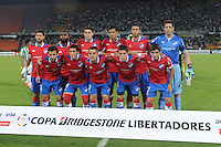 MEDELLÍN -COLOMBIA-11-03-2014. Jugadores de Nacional de Uruguay posan para una foto de grupo previo al encuentro con Atlético Nacional de Colombia por la segunda fase, grupo 6 de la Copa Libertadores de América en el estadio Atanasio Girardot en Medellín, Colombia./ Players of Nacional de Uruguay pose to a photo group prior a match against Atletico Nacional of Colombia for the second phase, group 6 of the Copa Libertadores championship played at Atanasio Girardot stadium in Medellin, Colombia. Photo: VizzorImage/ Luis Ríos /STR