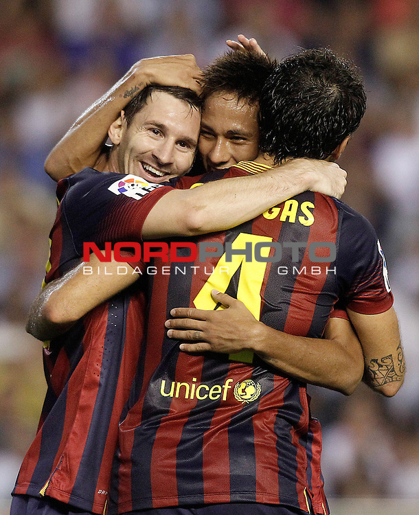 FC Barcelona's Leo Messi (l), Cesc Fabregas (r) and Neymar Santos Jr celebrate goal during La Liga match.September 1,2013. Foto © nph / Acero)