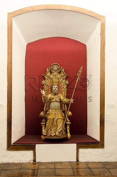 São Pedro, século XVIII, madeira policromada e dourada, Potugual. Acervo do Museu de Arte Sacra de São Paulo, São Paulo - SP, 02/2013.