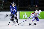 Uppsala 2013-11-13 Bandy Elitserien IK Sirius - IFK Kung&auml;lv :  <br /> Sirius Klas Nordstr&ouml;m skjuter ett skott och Kung&auml;lv Sebastian Isaksson f&ouml;r&ouml;sker t&auml;cka<br /> (Foto: Kenta J&ouml;nsson) Nyckelord: