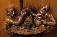 Europe/France/Alsace/68/Haut-Rhin/Eguisheim : Cave viticole d'Eguisheim Wolfberger - Détail tête de fût sculptée dans la cave de 1902