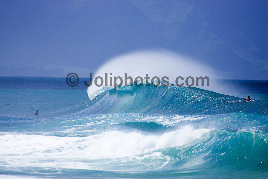 An Empty Wave Breaks At Log Cabins During An Early Season North Swell On  The North
