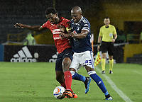 BOGOTA - COLOMBIA, 04-08-2018: Felipe Banguero Millan (Der) jugador de Millonarios disputa el balón con Didier Moreno (Izq) jugador de Deportivo Independiente Medellín durante partido por la fecha 3 de la Liga Águila II 2018 jugado en el estadio Nemesio Camacho El Campin de la ciudad de Bogotá. / Felipe Banguero Millan (R) player of Millonarios fights for the ball with Didier Moreno (L) player of Deportivo Independiente Medellin during the match for the date 3 of the Liga Aguila II 2018 played at the Nemesio Camacho El Campin Stadium in Bogota city. Photo: VizzorImage / Gabriel Aponte / Staff.