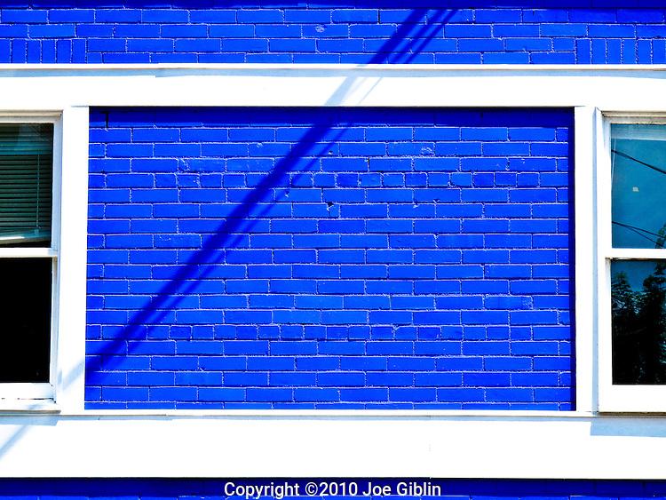 White trim on a brick building painted blue in Newport, RI. (Photo/Joe Giblin) no release