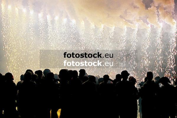 Night of Fire during the traditional Fiesta of Saint Bartholomew in S&oacute;ller<br /> <br /> Noche de Fuego (Nit de Foc) durante la Fiesta tradicional de Sant Bartolom&eacute; (San Bartomeu) en S&oacute;ller<br /> <br /> Nacht des Feuers w&auml;hrend  der tradtionellen Feierlichkeiten zu Sankt Bartholom&auml;us in S&oacute;ller<br /> <br /> Original: 35 mm<br /> 3600 x 2411 px<br /> 150 dpi: 60,96 x 40,83 cm<br /> 300 dpi: 30,48 x 20,41 cm